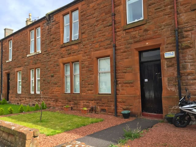 Troon Open Golf 2016 - 2 Bedroom Flat & Garden