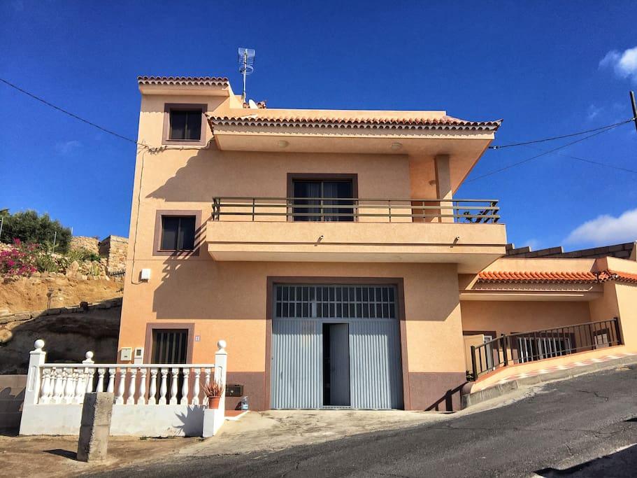 Casa Abona edificio completo con zona aparcamiento