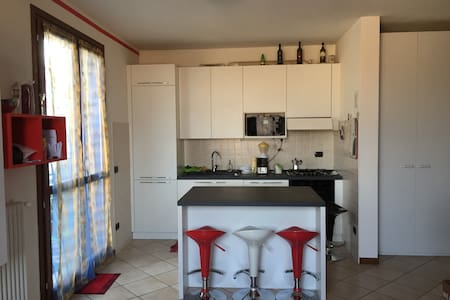 LOVELY HOUSE - Lugagnano - Bed & Breakfast