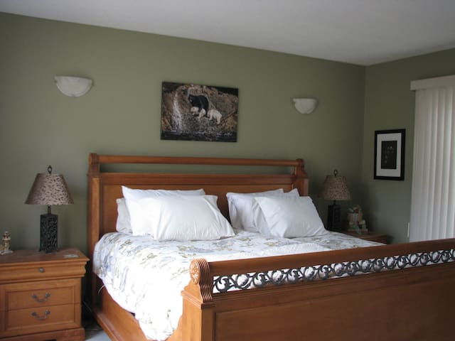 Knight Owl Bed and Breakfast Qualicum Beach BC