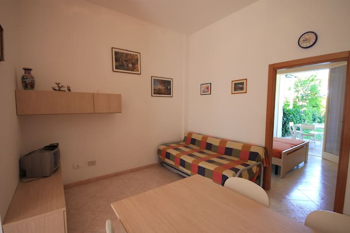 Apt. with private garden, 4 beds and air condit. - Lido delle Nazioni