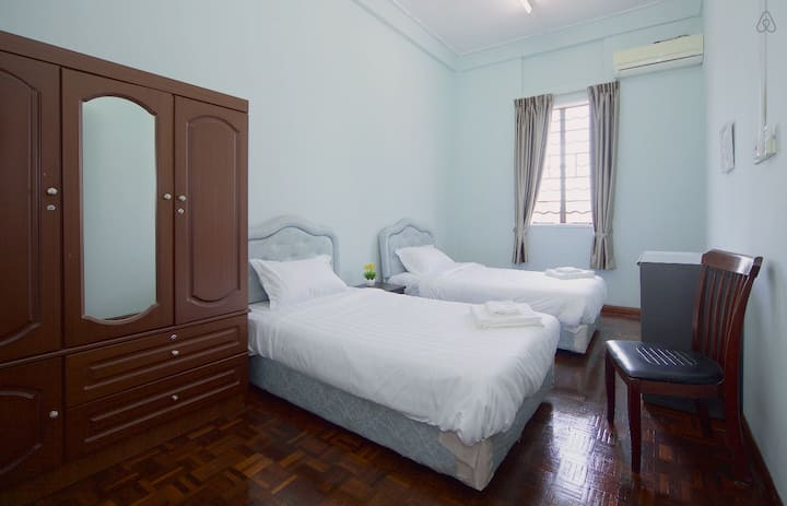 24/7 Free Airport Transfer Twin Bedroom