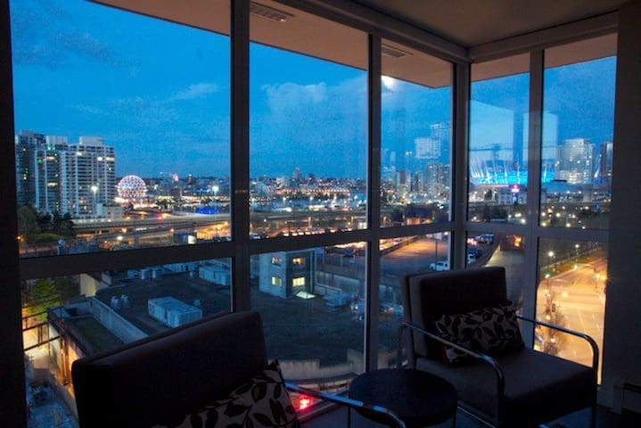 NEW LUXURY Penthouse, City VIEW, Free Parking