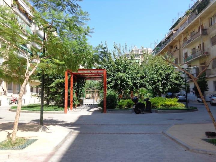 Cosy Studio with Courtyard