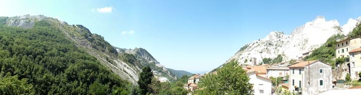 Nel cuore delle Alpi  Apuane con terrazza