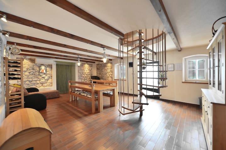 Traditional house on Adriatic coast (3 beds+2 ext) - Podstrana - Casa
