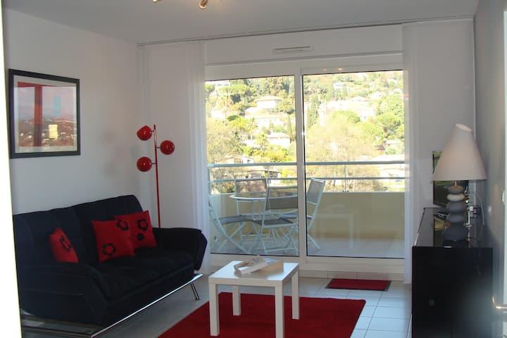 Appartement calme vue jardin et montagne.
