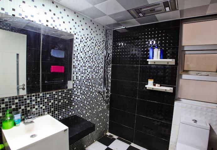 Wash room。极简设计,经典黑白。