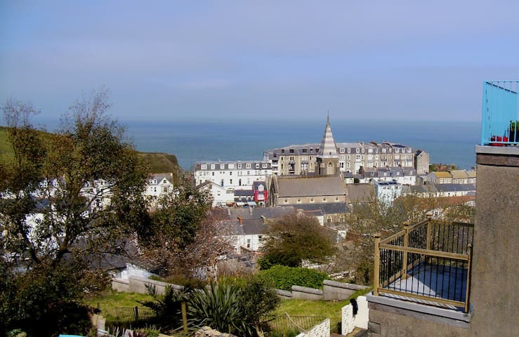 V Large Family Room & Balcony Views - Ilfracombe - Maison