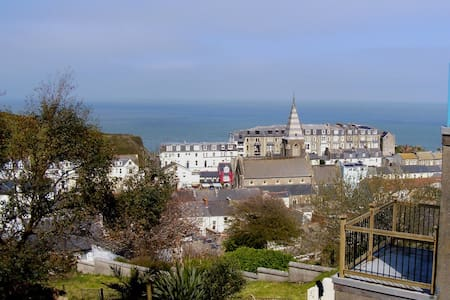 V Large Family Room & Balcony Views - Ilfracombe