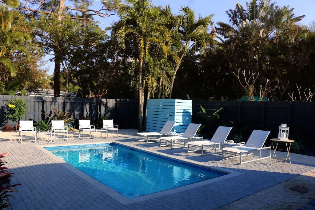 Island City Oasis Unit 2 Flamingo Suite Apartments For