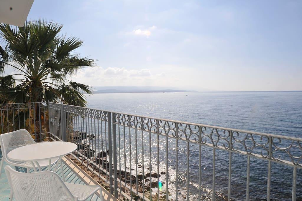 Spendida vista mare dalla terrazza attrezzata della Junior Suite
