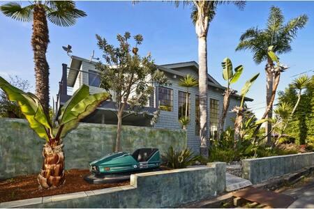 Modern Harbor Side Oasis
