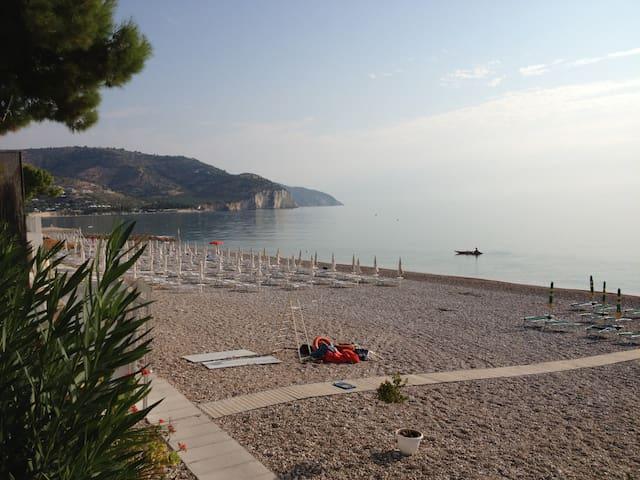 Appartamento in paese con Servizio Spiaggia incl - Mattinata - Apartamento