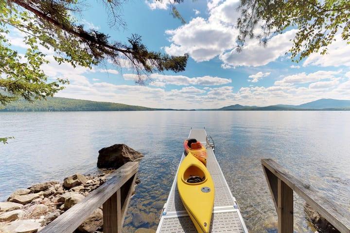 Beautiful lakefront home w/ views, deck, swimming dock, 2 kayaks & firepit!