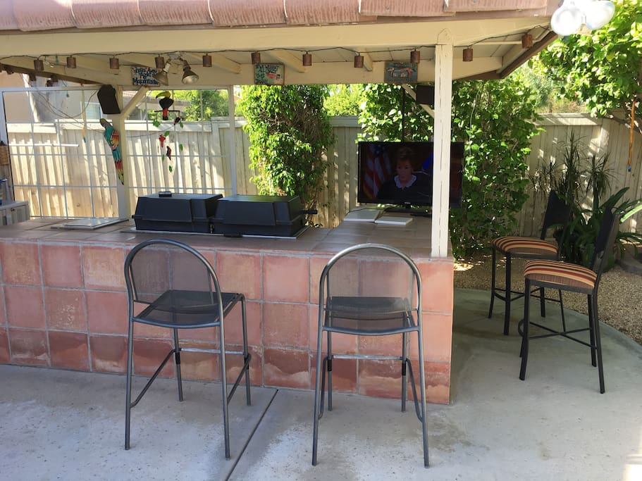 Built in BBQs. Outside TV hooked up upon request (antenna only)