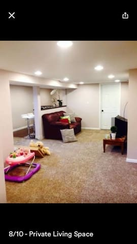 ENTIRE LOWER LEVEL w/ Private Entry - Fridley - Rumah