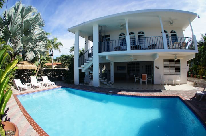 Rincon Beachside Villa with a Pool