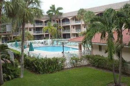 Cosy room close to beach - Hallandale Beach