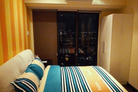 42FR Studio river view+ breakfast@Knightsbridge - Makati