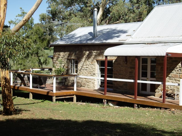 The Stables at 1860 Wine Country Cottages - Springton - Huis