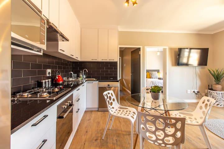 Brand new, Upmarket Apartment!