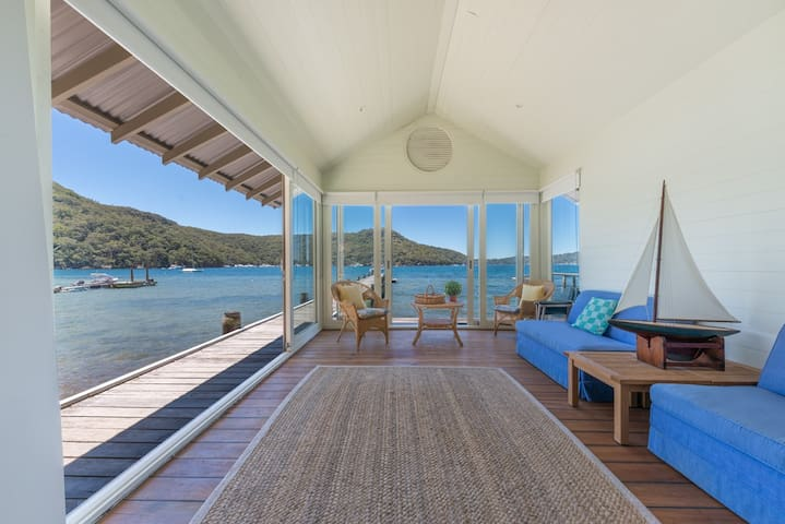 Luxurious Hideaway Home Morning Bay