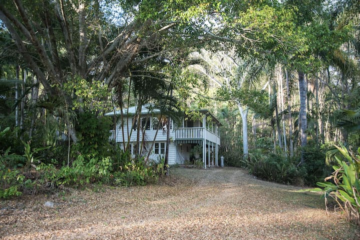 Tranquil Tropical Noosa Hinterland Retreat