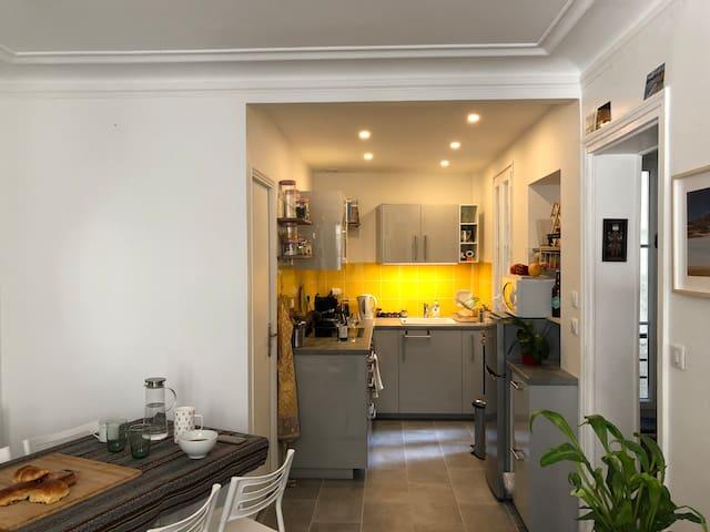 Cuisine ouverte sur le salon / Kitchen opened on the living room