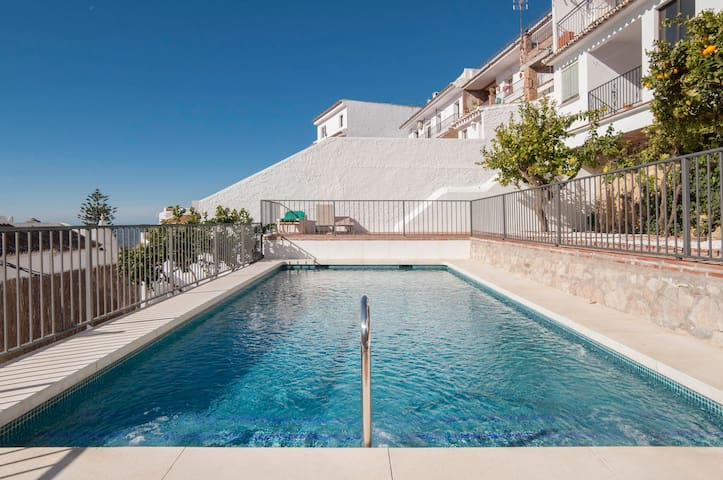Sunbathing and swimming offer more options to relax and enjoy the day in Mijas
