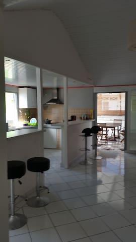 maison spacieuse à 5 min de la plage - Anse-Bertrand - Hus