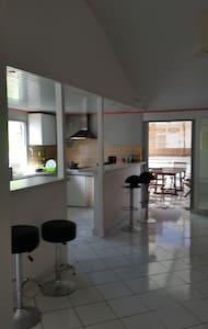maison spacieuse à 5 min de la plage - Anse-Bertrand