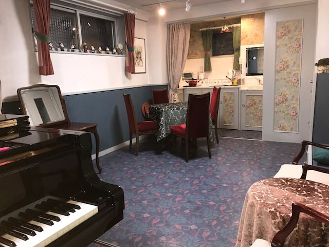 Cozy Beautiful  room with Piano (  near  station)