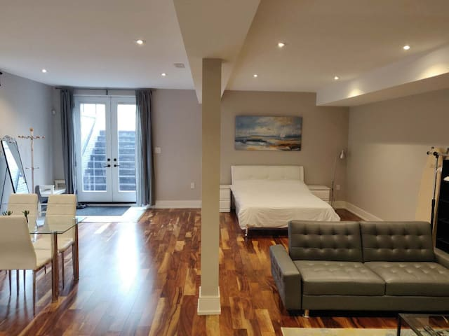 Modern Open-Style  Studio Unit with Free Parking