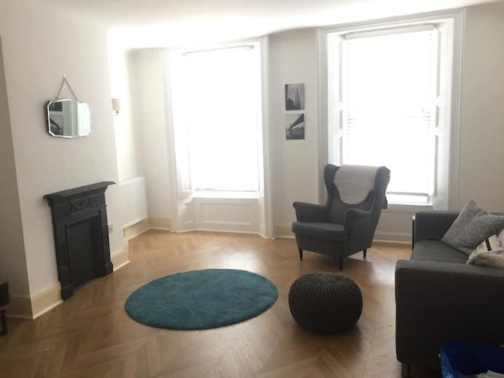 Modern apartment close to Gloucester Quays/Docks