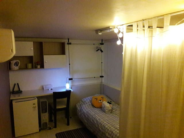 Rooftop Private Single Room at Hongdae Main Strip - 서울특별시 - Altro