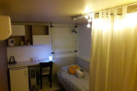 Rooftop Private Single Room at Hongdae Main Strip - 서울특별시 - 其它