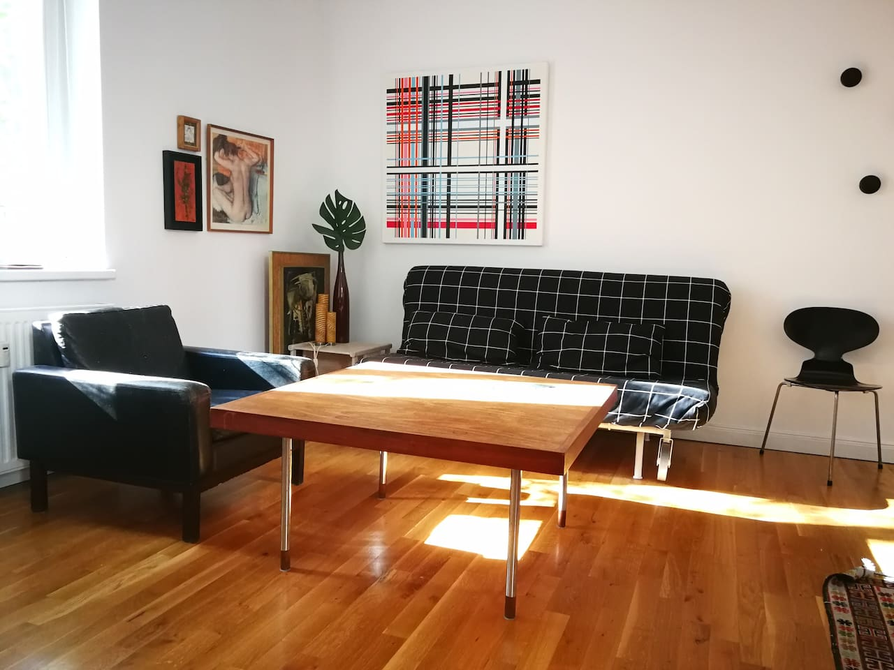 Wohnzimmer mit Schlafsofa