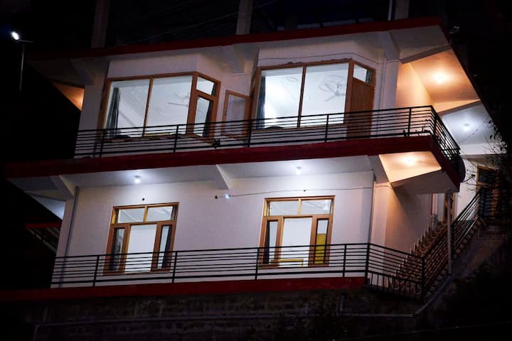 4 Bedroom |Valley Facing| Staff |Bonfire| Kasauli
