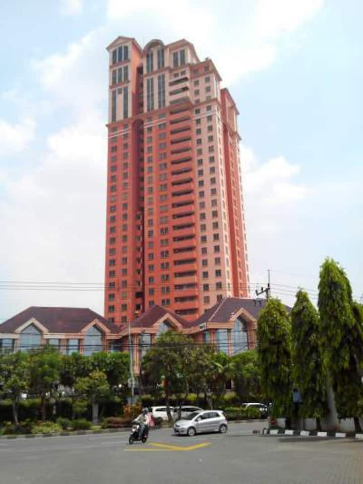 Best Pool & City View Apartment Beverly Surabaya