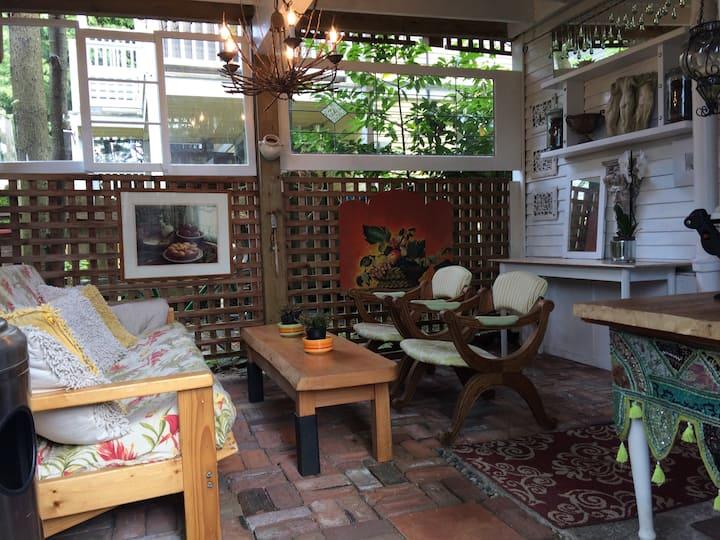 Kitsilano Garden Suite by the Beach