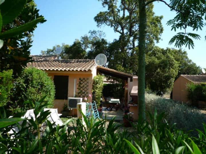 Mini-villa 16  + clim, 400 m de la plage Pinarello