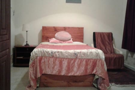 MooJee House (A Super Single Bed Room)(H) - Doha
