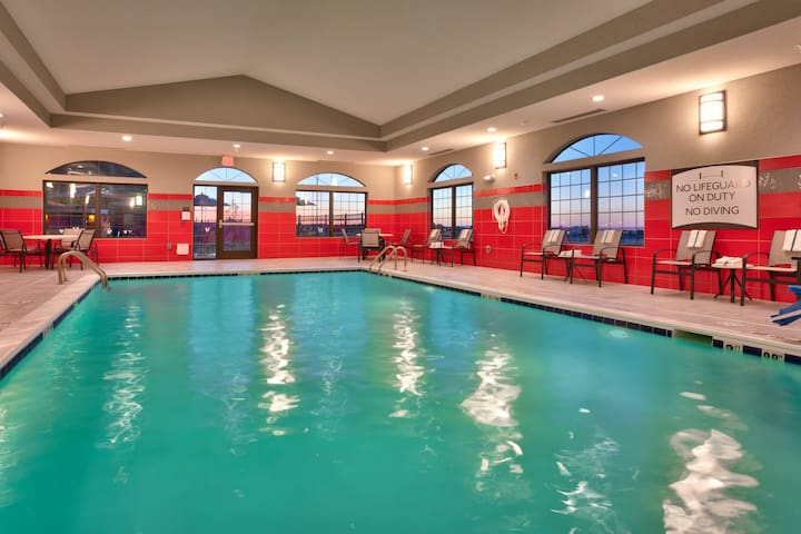 Free Wi-Fi + Indoor Pool + Hot Tub | Fully Equipped Suite