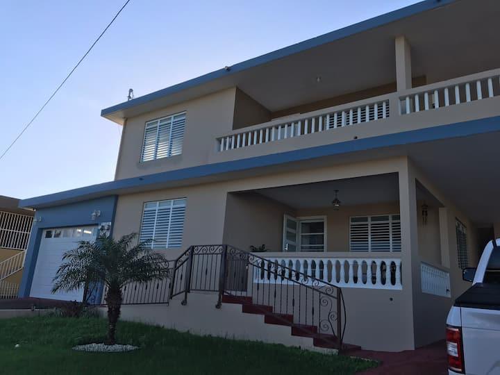 Acojedora casa en Hatillo PR.