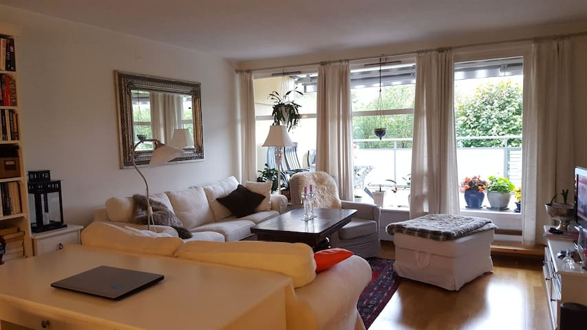 Siws appartment. Close to airport and Light Rail