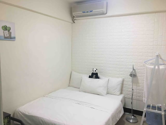 Flat in downtown Taipei 1 min from MRT-Sun, B-room