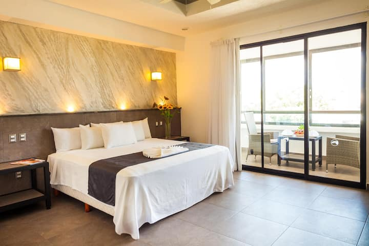 Contemporary Suite Standard At Playa Del Carmen