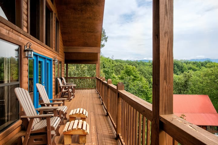 New! Full Mtn Views! Hot Tub, Arcade, Home Theater