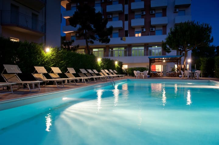 HOTEL ANTONY***Pinarella Di Cervia (RA)